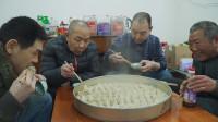 阿远老妈第一次做羊肉蒸饺,烧大气下锅蒸15分,大伯:比饭馆好吃