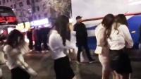 现场曝光:信阳一KTV凌晨被查 多名短裙女子被带走