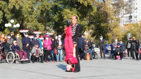 广场舞《携手同游人间》一首山歌唱出人间真情爱!