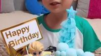 天真的童年:小萌娃的蛋糕好漂亮呀 谁给你买的
