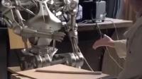 太逗了,和机器人玩游戏