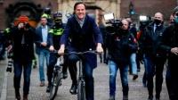 荷兰首相骑自行车向国王辞职,此前经常骑车参加会议及上下班