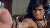 女子射出神箭,算准了男子无法逃脱,不料神箭被他弹回来