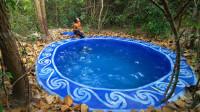 牛人手艺有多强?森林徒手挖出泳池,成品太惊艳了!