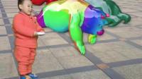 搞笑动漫:七彩熊熊表演爬蛆