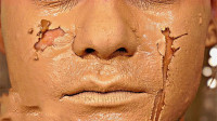 将100层粉底液涂在脸上会怎样?美女亲身体验,想后悔也来不及!