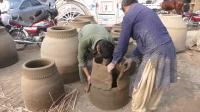 巴基斯坦老师傅手工制作陶器,泥巴加草,效果特好