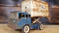 小伙捡到一辆卡车模型,将其一顿翻新后,不料太炫酷了!