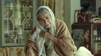 50岁老妇喜得千金,镇上的人却偷偷笑话,一把年纪不知羞