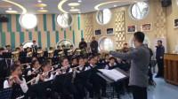一首听了多年的《铁血丹心》,被小学生用管乐吹奏,太好听了