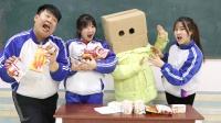 """机器人老师凭笑话发零食,王小九一招""""抓痒""""领走全部零食,真逗"""