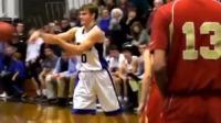 什么叫以一敌五?高中生极限拉杆上篮秀翻对手五人!