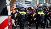 朝警察脸上发射烟花!爱尔兰爆发反封锁抗议活动