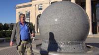 重达数吨的石球为何能在水上旋转?动画展示原理,看内部结构就知