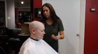 中年大姐去剪发,最后竟然推成了光头,真潇洒