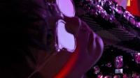 易烊千玺费加罗封面,在红蓝紫的焰火下更加显神秘帅气!