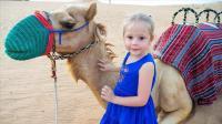 小萝莉去沙漠旅行,见到了喜欢的骆驼,坐沙漠越野车,好开心呀