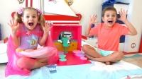 萌娃小可爱机智地救出了困在玩具盒里的妹妹