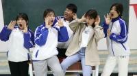 """同学们比赛彪高音,谁知女学霸一开口把老师喊""""聋""""了,真逗"""