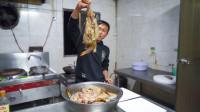 """把几十条""""豪虾""""剁成泥,用韭菜作料包茄子,鲜香酥脆越吃越馋"""