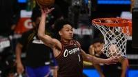 NBA:2021扣篮大赛决赛:西蒙斯亲吻篮筐喜提扣篮王