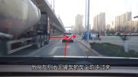 路口右转弯,这两个盲区切记要预防,新手知道不吃亏