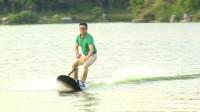 """60岁牛人发明冲浪板,3秒实现""""铁掌水上漂"""",成功出口11个国家"""