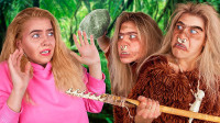 """美女外出旅行误入荒岛,遭遇丛林""""野人"""",她们能逃脱吗?"""