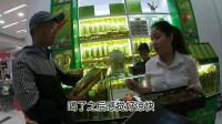 越南姑娘:卖茶叶的越南女孩,好可爱,笑容甜美,这种服务国内真没有