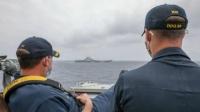 辽宁舰和美国驱逐舰近距离碰面!如此近,实属罕见!