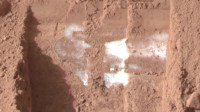 奥德赛号勘测轨道飞行器在火星上发现了水冰和季节性的水流动
