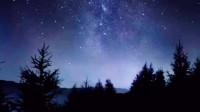 夜空似藏青色的帷幕,点缀着闪闪繁星夜空似藏青色的帷幕,点缀着闪闪繁星