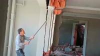 干拆除的大哥,每天都活的小心翼翼,这份工作差之毫厘失之千里!