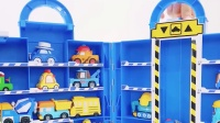 彩色玩具小汽车去游乐场玩耍