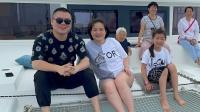 岳云鹏带全家出海游玩 10岁大女儿麓一腿长瞩目
