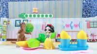 儿童剧:白雪为王后和姐姐准备了水果和柠檬水,没想全被怪兽吃了