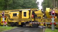 看到那么特别的列车, 这车是执行什么工程任务的机械列车呢!