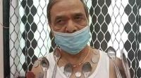 """男子宣称接种新冠疫苗后产生""""磁力"""" 勺子硬币可粘在身上"""