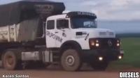 (YouTube)【现实版世界卡车模拟】巴西版老款奔驰1934长头卡车路拍