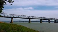 自驾游路过枝城长江大桥,毛主席时代修建的,50年了依然运行良好