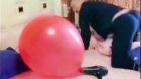 专治不开心,气球一响老公干倒,老公咋就这么胆小呢?