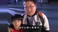 经典剧:胖哥两人在街上闲逛,不小心碰到两人!