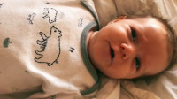 小宝宝刚出生时和现在的对比,这变化也太可爱了