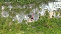广西农村:悬崖山洞里发现神秘房子,你是不是也觉得很古怪?