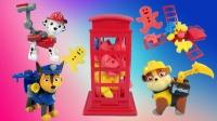 玩具故事:汪汪队的新款益智趣味玩具:海绵人挤爆电话亭