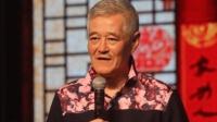 63岁赵本山指导演员拍戏 不顾病体撞门吓到群演