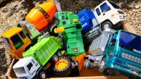 环保车和工程车玩具斜坡挑战