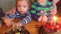 宝宝过生日,蜡烛吹不灭,妈妈这个蛋糕可怎么吃呀