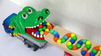 超多彩色的弹珠从积木轨道跑下来,跑到哪里?玩具车能接住吗?