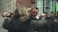 【猴姆独家】泪奔!丹叔#丹尼尔克雷格#在#007无暇赴死#杀青片场哽咽讲话泪洒现场!